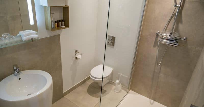 Bathroom Hotel Jean Moet