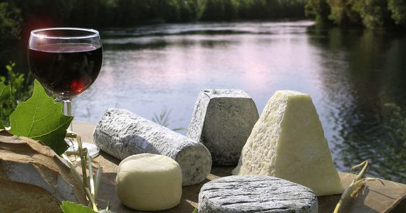Loire Wine Tour - Cheese and river_CLazi_CRTCentreValdeLoire
