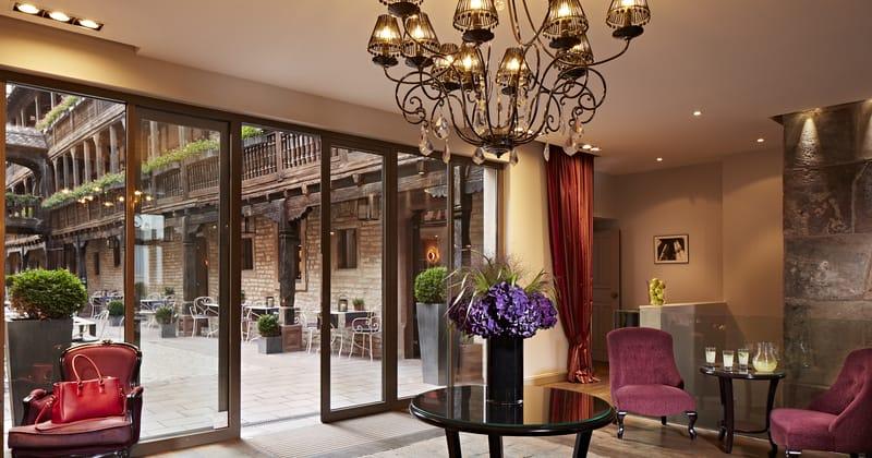 Hotel Cour du Corbeau lobby ©Philippe Sautier_RVB_HD