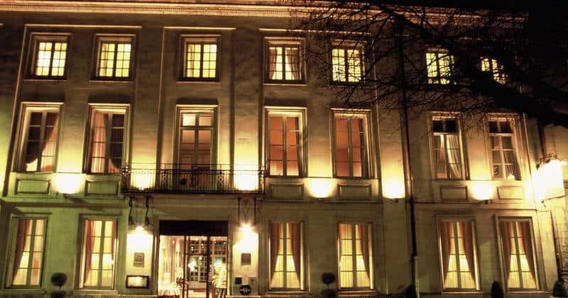Hotel Anne d'Anjou Facade nuit - Credits Anne d'Anjou