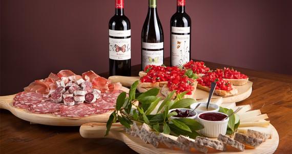 Florence Wine Tour- credits Bolgheri- Taglieri diversi con vino_1