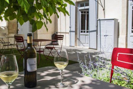 luxury-bnb-Bordeaux-Sauternes-Maison-La-Sauternaise- detente-au-jardin - credits la Sauternaise