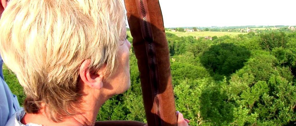 Hot air balloon flight over the vineyards of Bordeaux CDT Gironde - TV Tourism