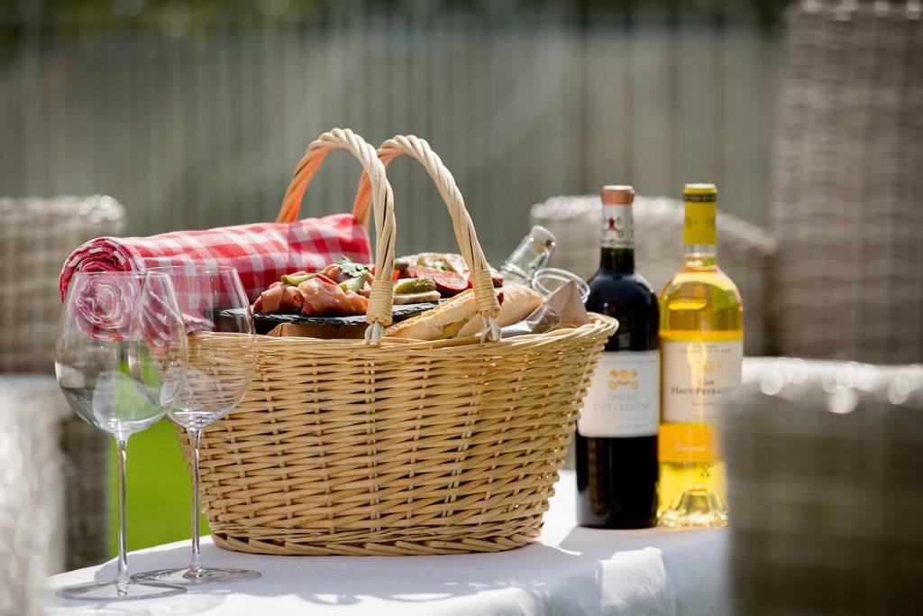 Picnic lunch in Bordeaux credit Château Pape Clement